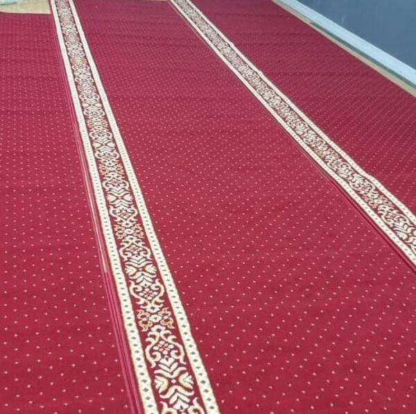 karpet masjid al mira merah motif bintik terpasang